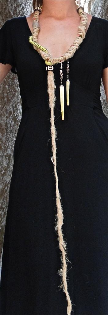 aiguilles d'oursins crayon du Pacifique sud, perles d'Afrique en os, chanvre, tissu