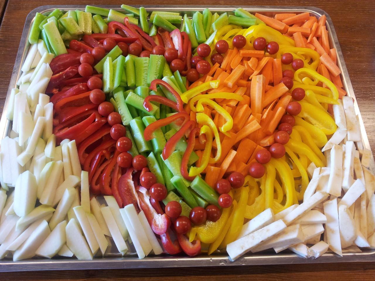 Gemüseplatte pro Person inkl. 2 Dipp Saucen (100 gr.) sFr. 1.90