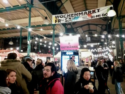 kreuzberg, streetfood, market, wine, cheese, weekday, evening, berlin, foodspots, markthalleneun