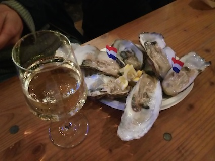 oysters, streetfood, market, whitewine, chardonnay, aperitif