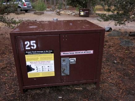Am einfachsten ist es, wenn es installierte Bärenboxen gibt. Diese bieten meist viel Platz und du musst kein zusätzliches Gewicht schleppen.