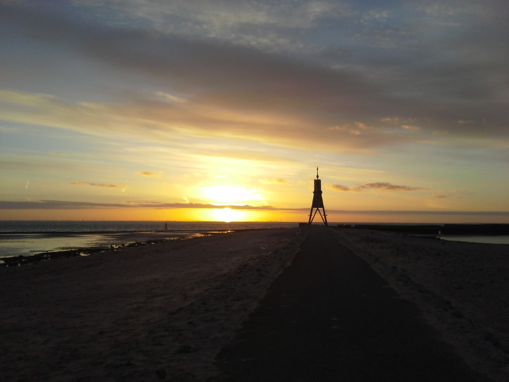 Sonnenaufgang bei der Kugelbake im Juni