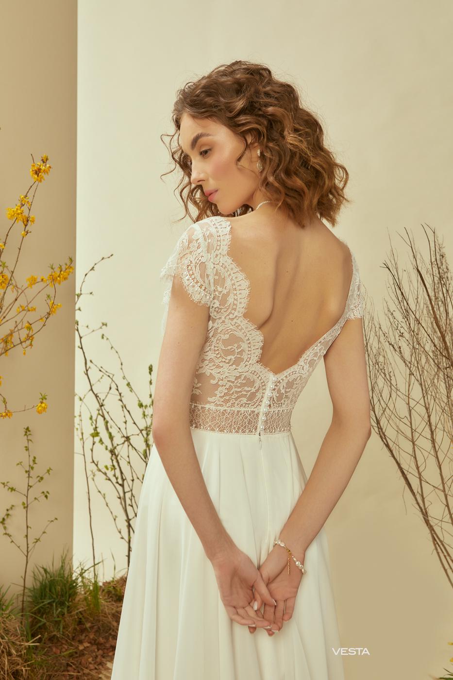 Le Rina tiefer Rückenausschnitt vintage Brautkleid myLovely München nude look feine Spitze