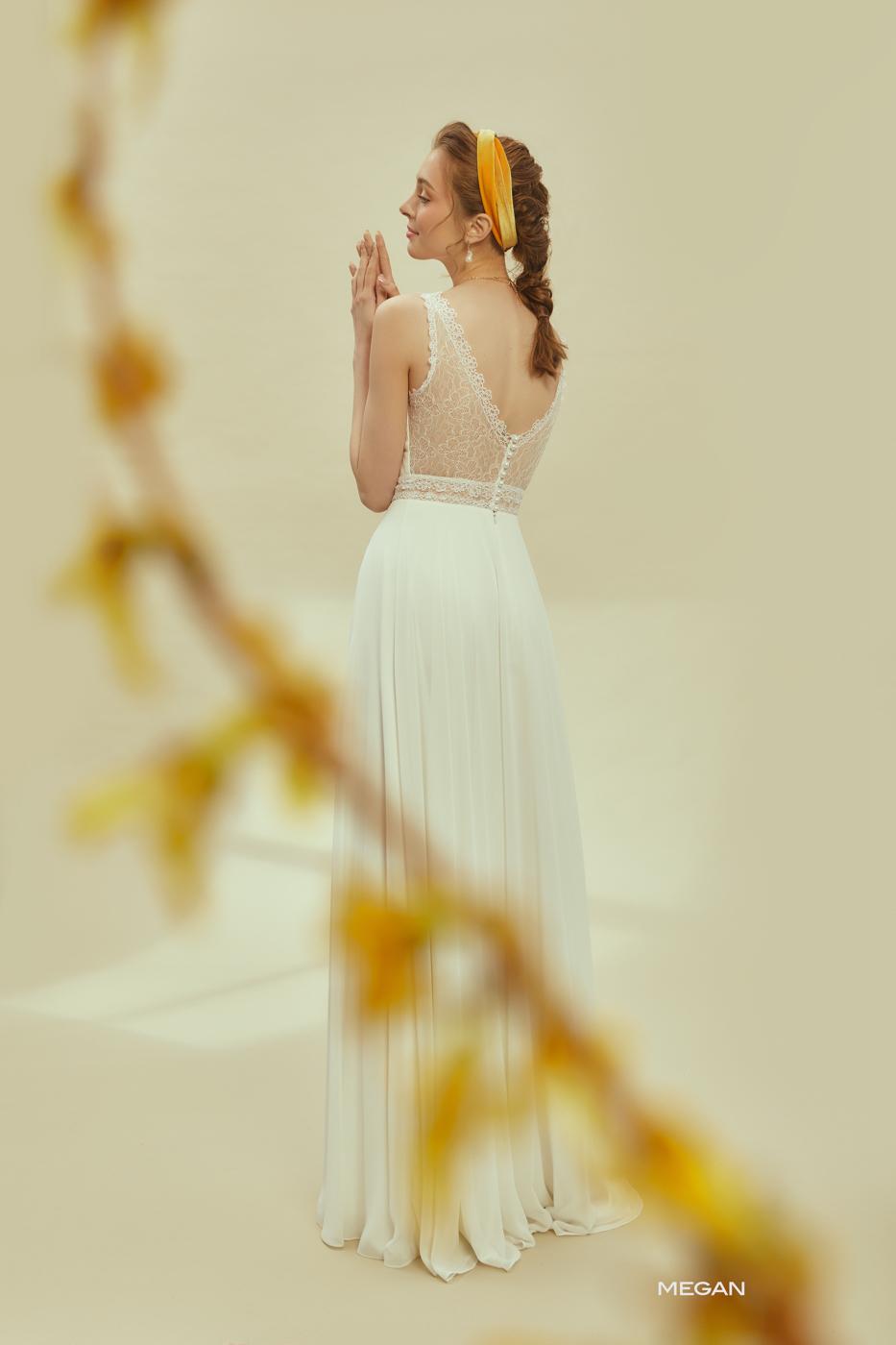V Ausschnitt zarte Träger transparente Spitze vintage Kleid munich ivory ohne Glitzer