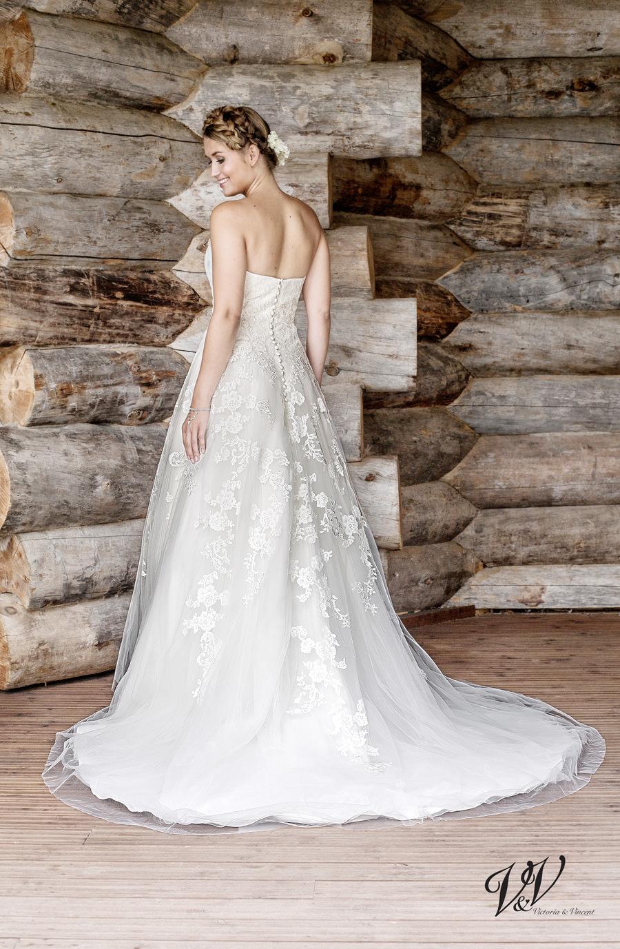 Brautkleid München Spitze Herzausschnitt Google Brautmoden Hochzeit Vintage Boho Alinie Schleier Reifrock Facebook Knopfleiste Schleppe