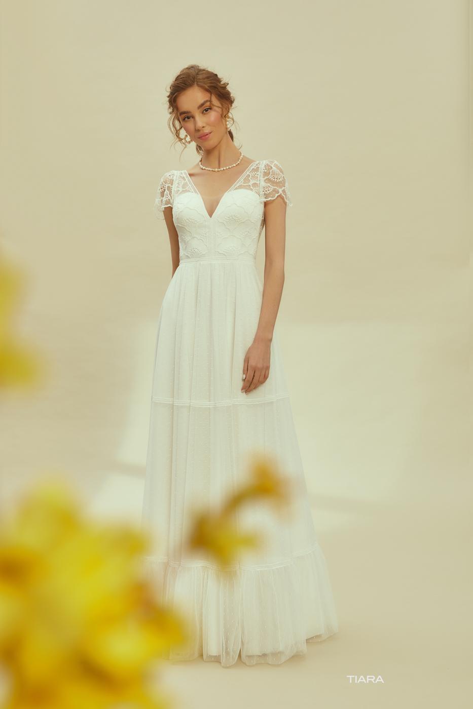 myLovely Brautkleider München ivory Boho Brautkleid besonders fließend elegant grobe Spitze