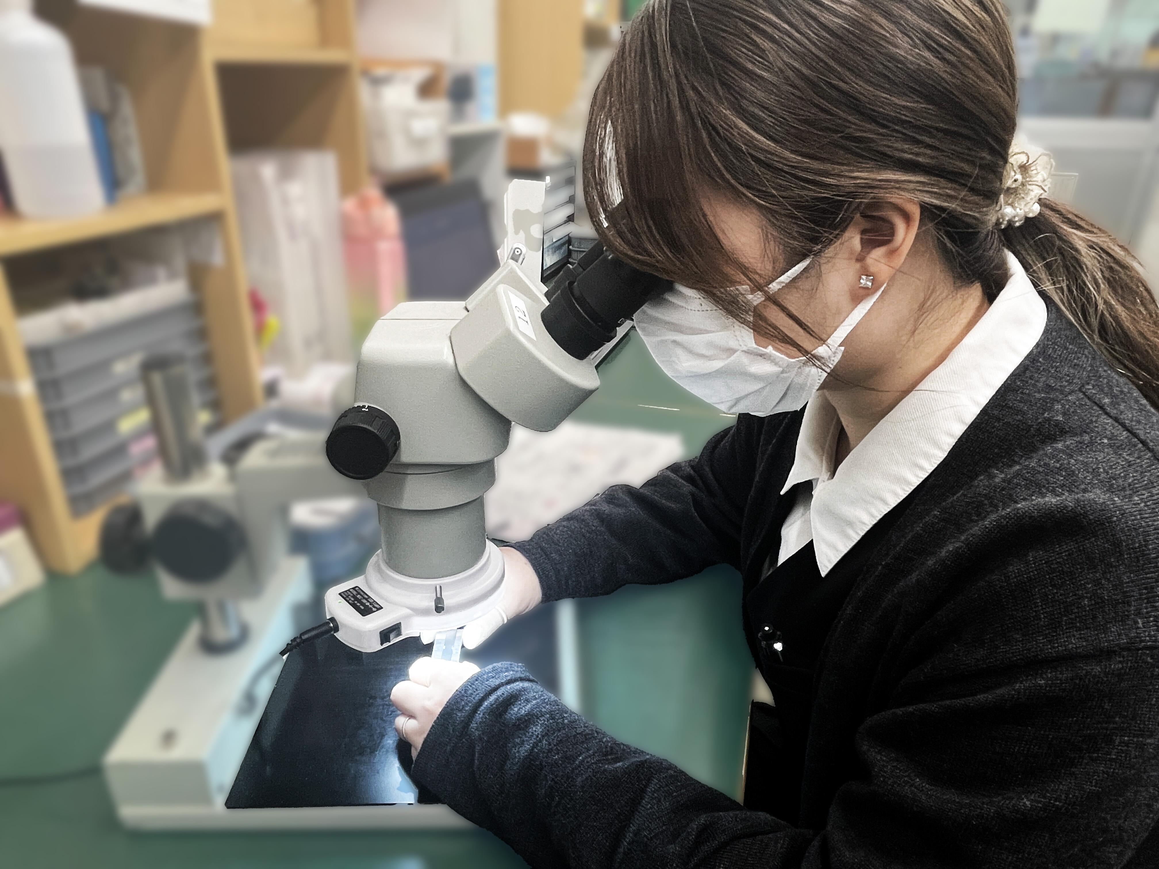 本社内の検査室で、素材の受入検査から中間検査、出荷前の最終検査までを行っています│株式会社ケイ・エス・ケイ
