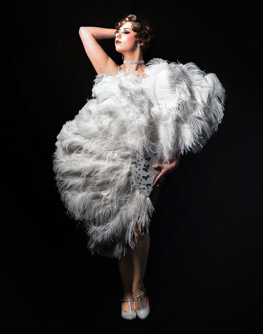 Miss Elinor Divine Burlesque Federfächer