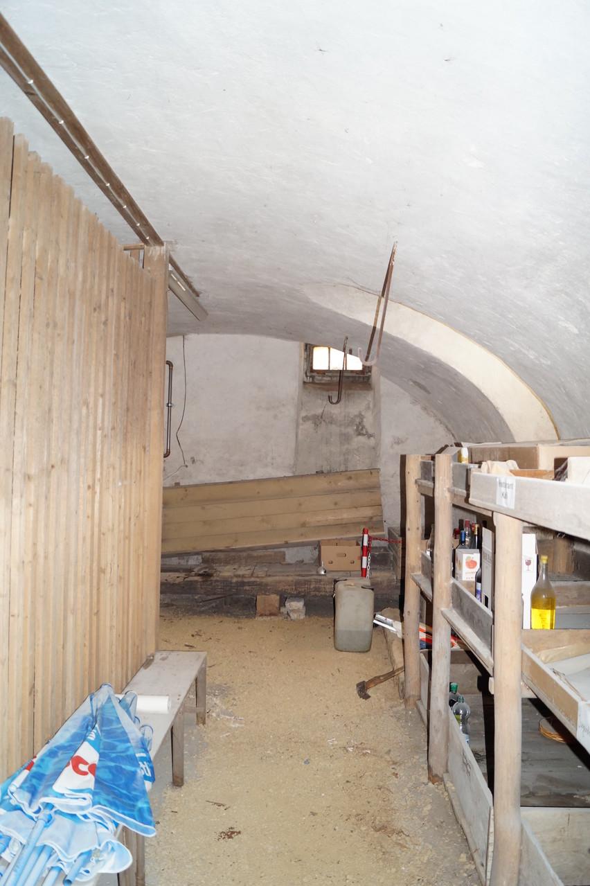 Der Gewölbekeller ist gross und neu von aussen direkt zugänglich