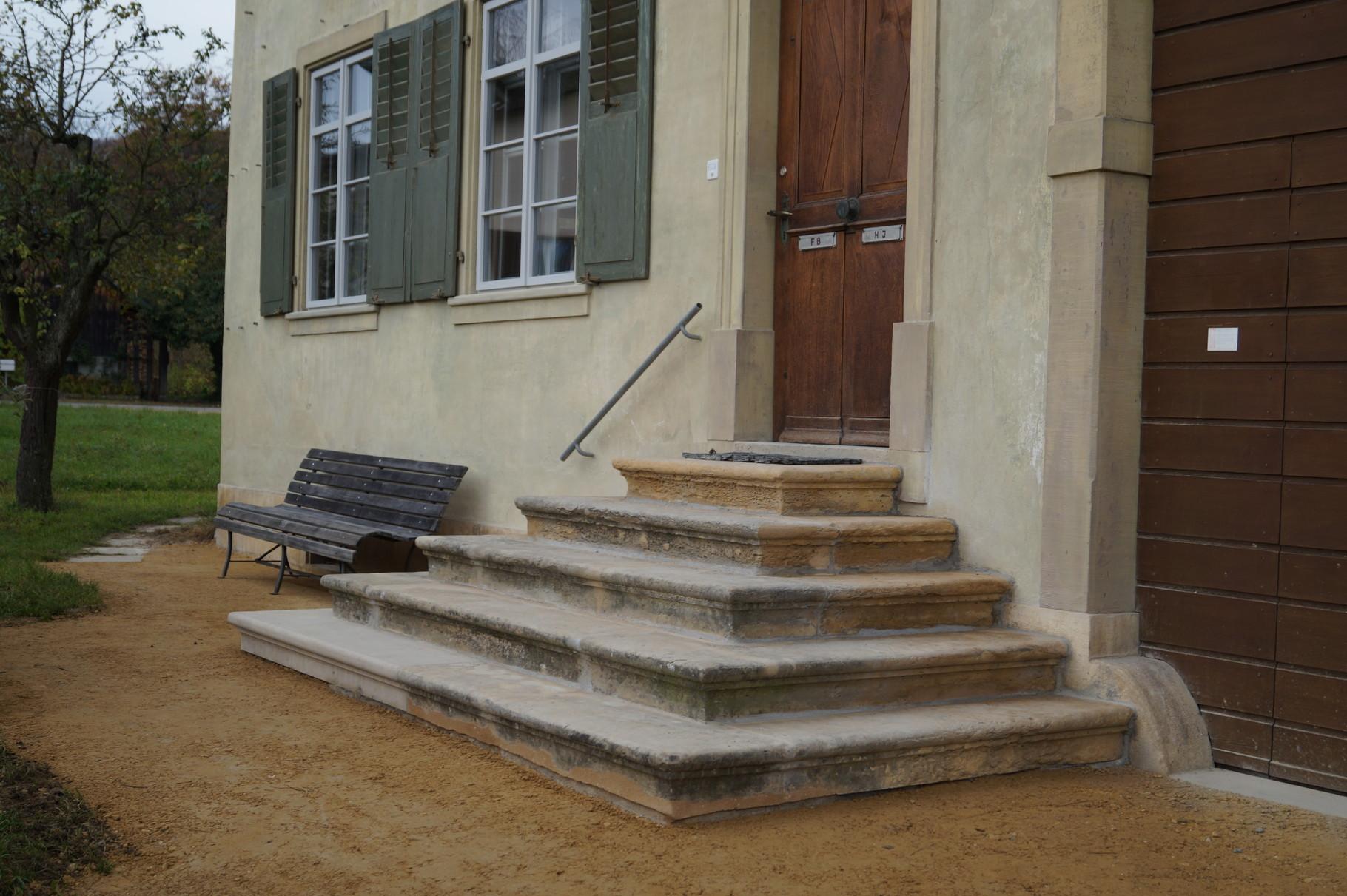 Sanierte Eingangstreppe