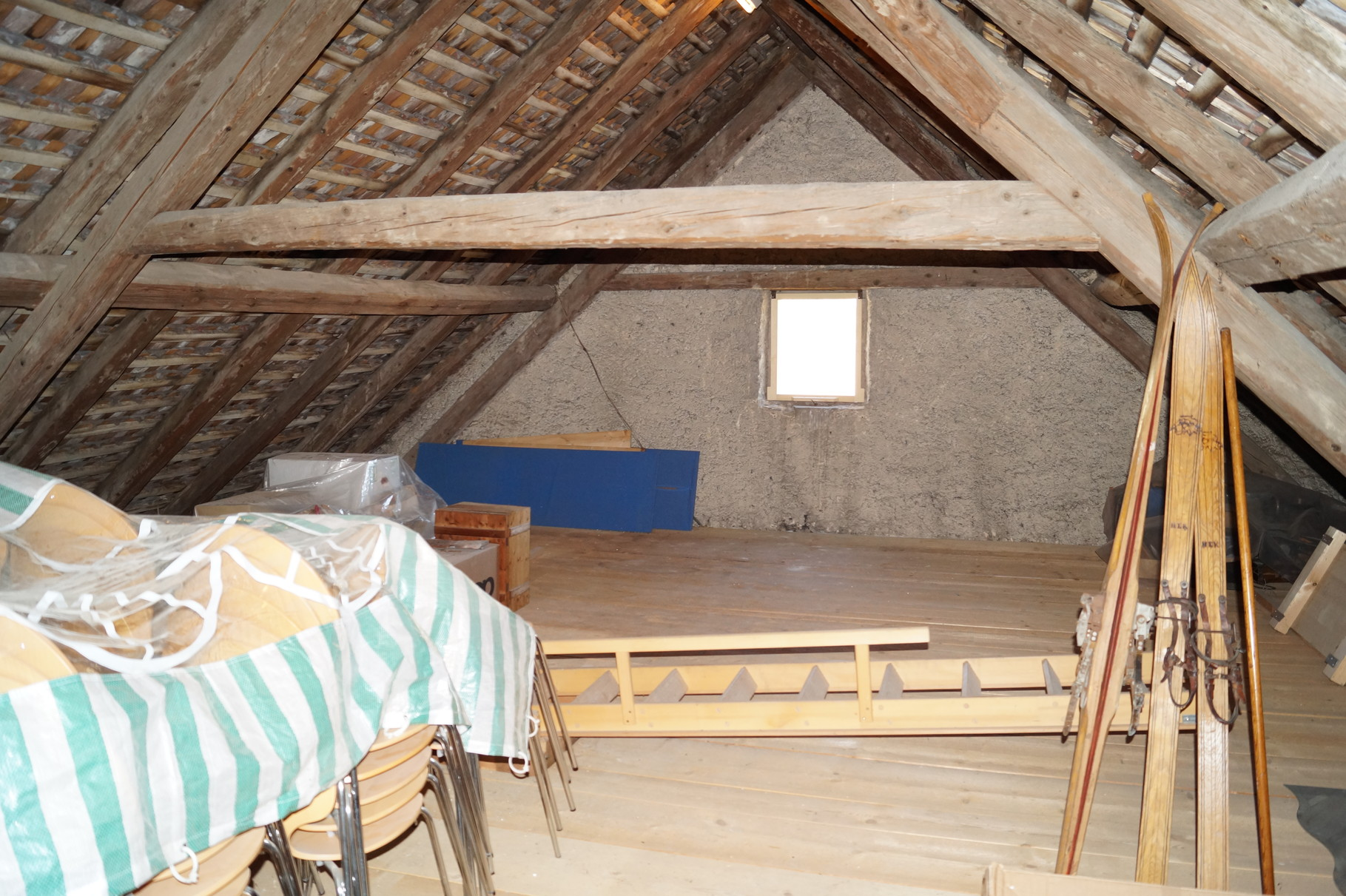 """Das Dach ist nun komplett neu """"beschindelt"""""""