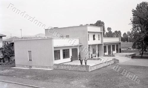 Nascita di un quartiere: l'asilo d'infanzia del Villaggio Lamarmora, 1956 (Fondazione Cassa di Risparmio di Biella, archivio Lino Cremon)