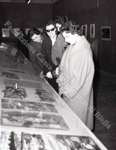 Il pubblico in visita alla Mostra (Fondazione Cassa di Risparmio di Biella, archivio Lino Cremon)