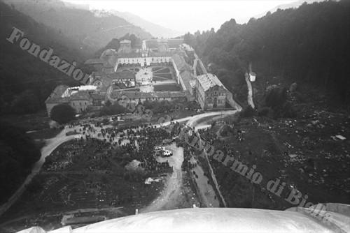 Panoramica del Santuario dall'alto della cupola (Fondazione Cassa di Risparmio di Biella, archivio Cesare Valerio)