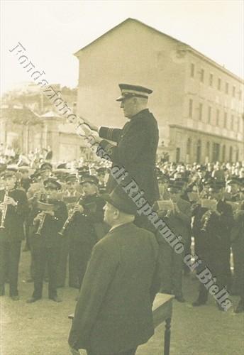 """La festa della banda """"Cittadina"""" tra musica e fuochi d'artificio, 1937 (Fondazione Cassa di Risparmio di Biella, archivio Cesare Valerio)"""