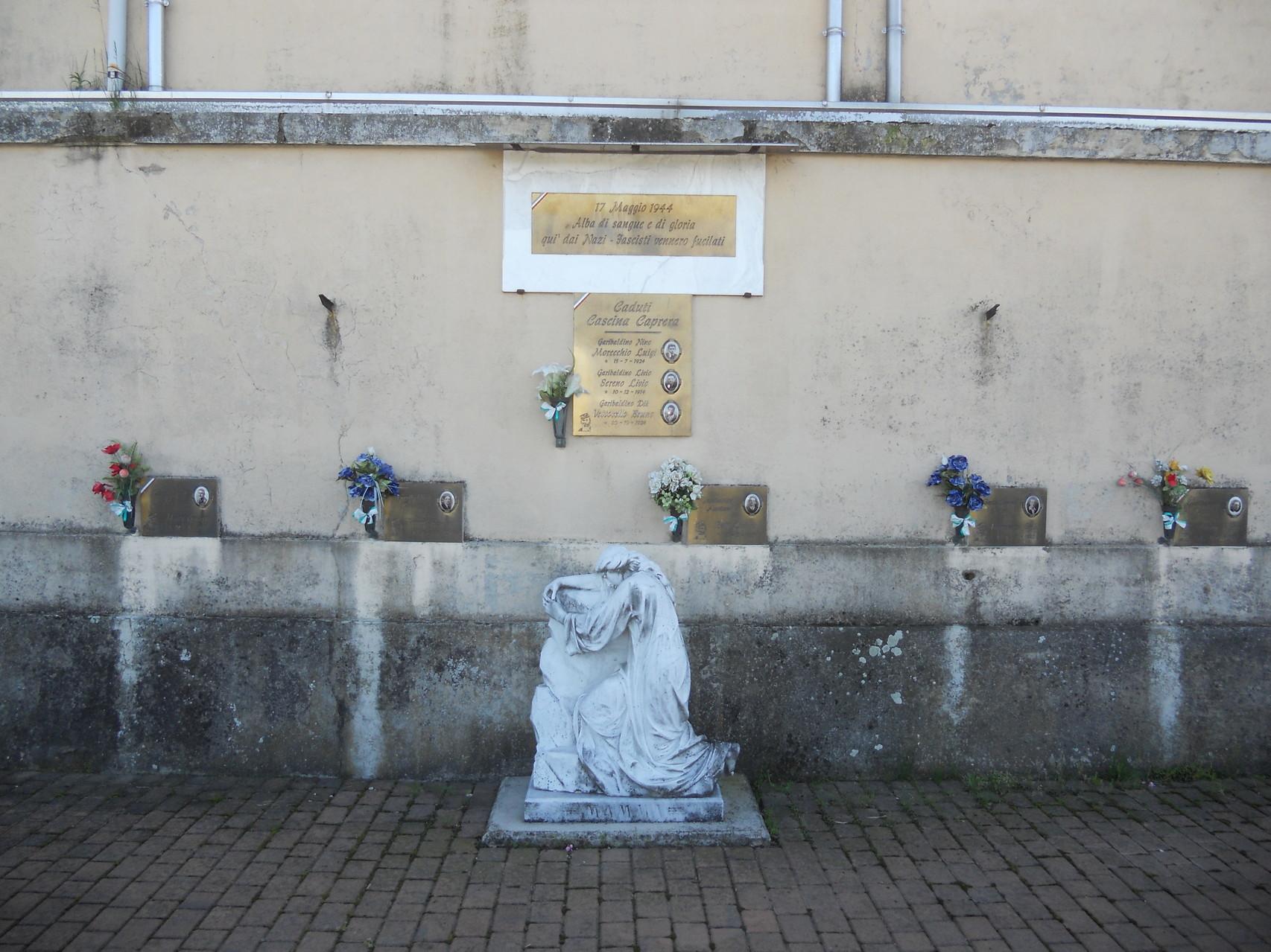 Il monumento ai Caduti di Mottalciata eretto presso il cimitero di San Vincenzo
