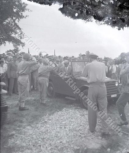 Il Presidente della Repubblica Gronchi alle manovre militari in Baraggia, 1956 (Fondazione Cassa di Risparmio di Biella, archivio Lino Cremon)
