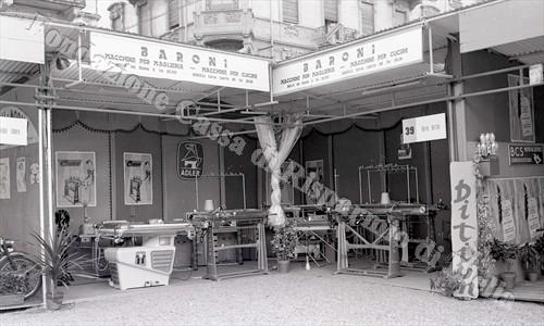 Stand partecipante all'edizione 1958 (Fondazione Cassa di Risparmio di Biella, archivio Lino Cremon)