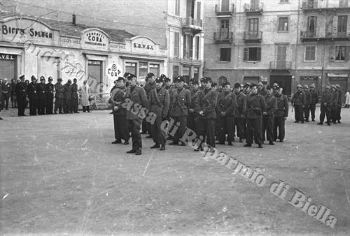 """Militi fascisti della Brigata Nera """"Bruno Ponzecchi"""" (Fondazione Cassa di Risparmio di Biella, archivio Cesare Valerio)"""