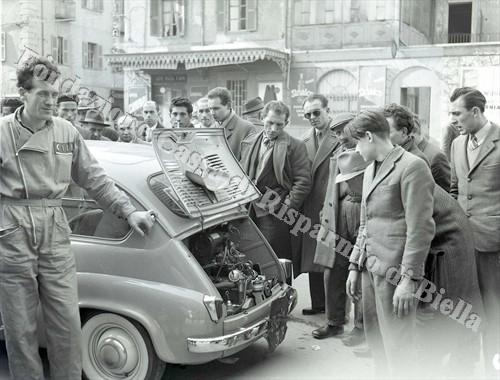 La caratteristica innovativa della 600: il motore collocato nella parte posteriore (Fondazione Cassa di Risparmio di Biella, archivio Lino Cremon)