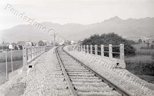 Il cavalcavia del nuovo raccordo ferroviario Biella-Candelo (Fondazione Cassa di Risparmio di Biella, fondo Lino Cremon)