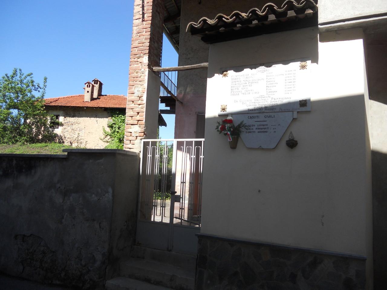 L'ingresso dell'osteria (si intravede il piccolo cortile)