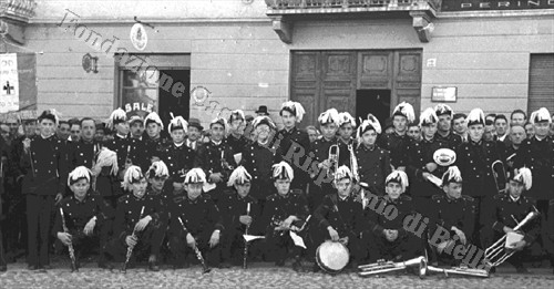 Foto ricordo della banda musicale di Mosso S. Maria (Fondazione Cassa di Risparmio di Biella, archivio Cesare Valerio)