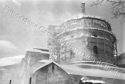 La grande cupola in costruzione nell'inverno 1940/41 (Fondazione Cassa di Risparmio di Biella, archivio Cesare Valerio)