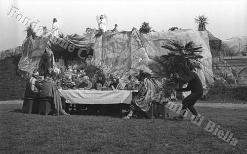 """La """"Passione"""" di Sordevolo, edizione 1934: l'Ultima Cena (Fondazione Cassa di Risparmio di Biella, archivio Cesare Valerio)"""