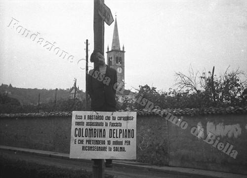 Il cadavere di Guido Freguglia, impiccato a Vigliano (Fondazione Cassa di Risparmio di Biella, archivio Cesare Valerio)