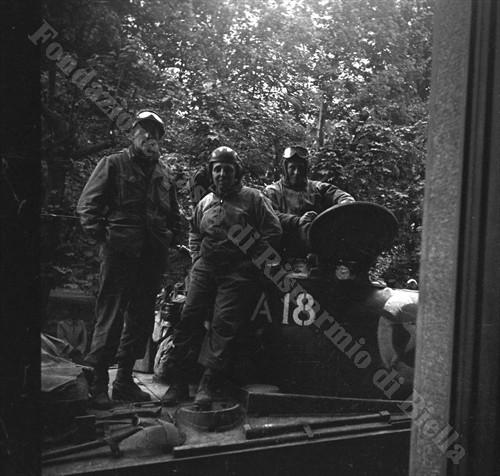 Foto ricordo di militari statunitensi (Fondazione Cassa di Risparmio di Biella, archivio Cesare Valerio)