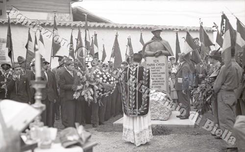 Un busto in bronzo per l'alpino Mario Cucco, 1953 (Fondazione Cassa di Risparmio di Biella, archivio Lino Cremon)