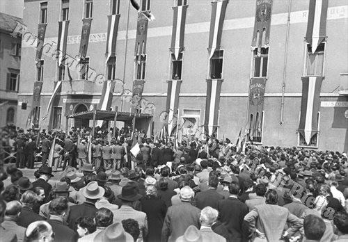 La commemorazione del 25 aprile 1953 (Fondazione Cassa di Risparmio di Biella, archivio Cesare Valerio)