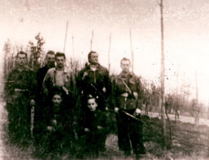 """Il comando del battaglione """"Bixio"""", novembre 1944 (Archivio fotografico Casa della Resistenza di Sala Biellese)"""