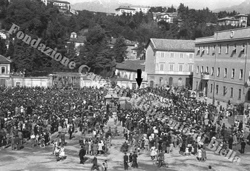 Piazza Q. Sella, maggio 1945 (Fondazione Cassa di Risparmio di Biella, archivio Cesare Valerio)