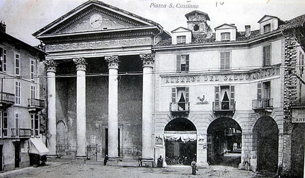 """Piazza San Cassiano come si presentava prima dell'abbattimento del """"Gallo Antico"""""""