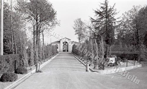 Un albero per ogni Caduto della Grande Guerra - Il Parco della Rimembranza di Crocemosso, 1923 (Fondazione Cassa di Risparmio di Biella, archivio Lino Cremon)