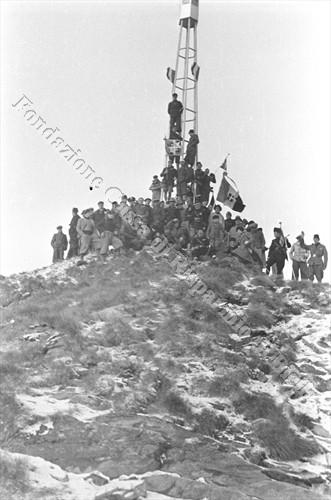 Il Faro dell'Impero sulla cima del Mucrone, 1936 (Fondazione Cassa di Risparmio di Biella, archivio Cesare Valerio)