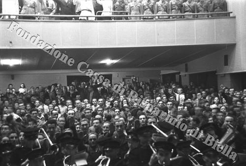 ... e il pubblico stipato in sala (Fondazione Cassa di Risparmio di Biella, archivio Cesare Valerio)