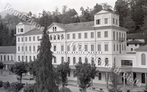 """L'Istituto professionale """"Regina Montis Oropae"""", 1953 (Fondazione Cassa di Risparmio di Biella, archivio Lino Cremon)"""