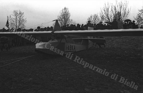 Uno degli alianti pronti al decollo (Fondazione Cassa di Risparmio di Biella, archivio Cesare Valerio)