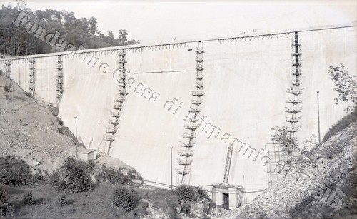 La diga di Camandona, 1956 (Fondazione Cassa di Risparmio di Biella, archivio Lino Cremon)
