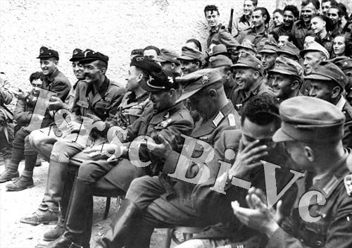 """La legione """"Tagliamento"""" (Archivio fotografico dell'Istituto per la storia della Resistenza e della società contemporanea nel Biellese, nel Vercellese e in Valsesia, vol. E)"""