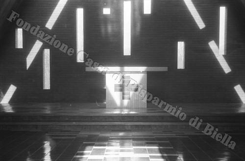 I giochi di luce che illuminano l'altare (Fondazione Cassa di Risparmio di Biella, archivio Cesare Valerio)
