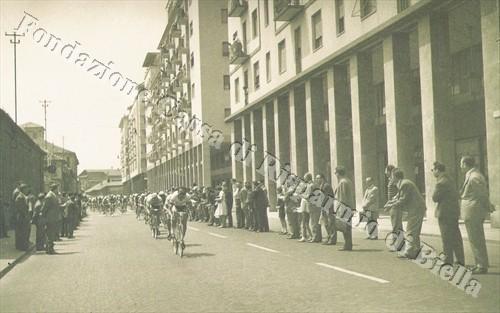 Il Giro d'Italia a Biella, 1964 (Fondazione Cassa di Risparmio di Biella, archivio Cesare Valerio)