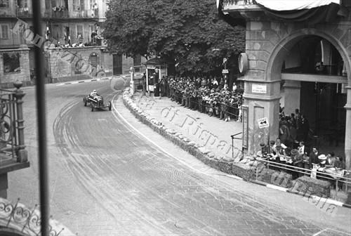 L'ultima curva prima di immettersi sul rettilineo finale (Fondazione Cassa di Risparmio di Biella, archivio Cesare Valerio)