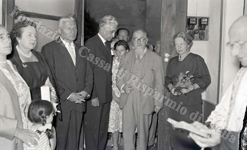 Gustavo Colonnetti (al centro) con il ministro Rossi e l'ambasciatore Fouquè Duparc (Fondazione Cassa di Risparmio di Biella, archivio Lino Cremon)