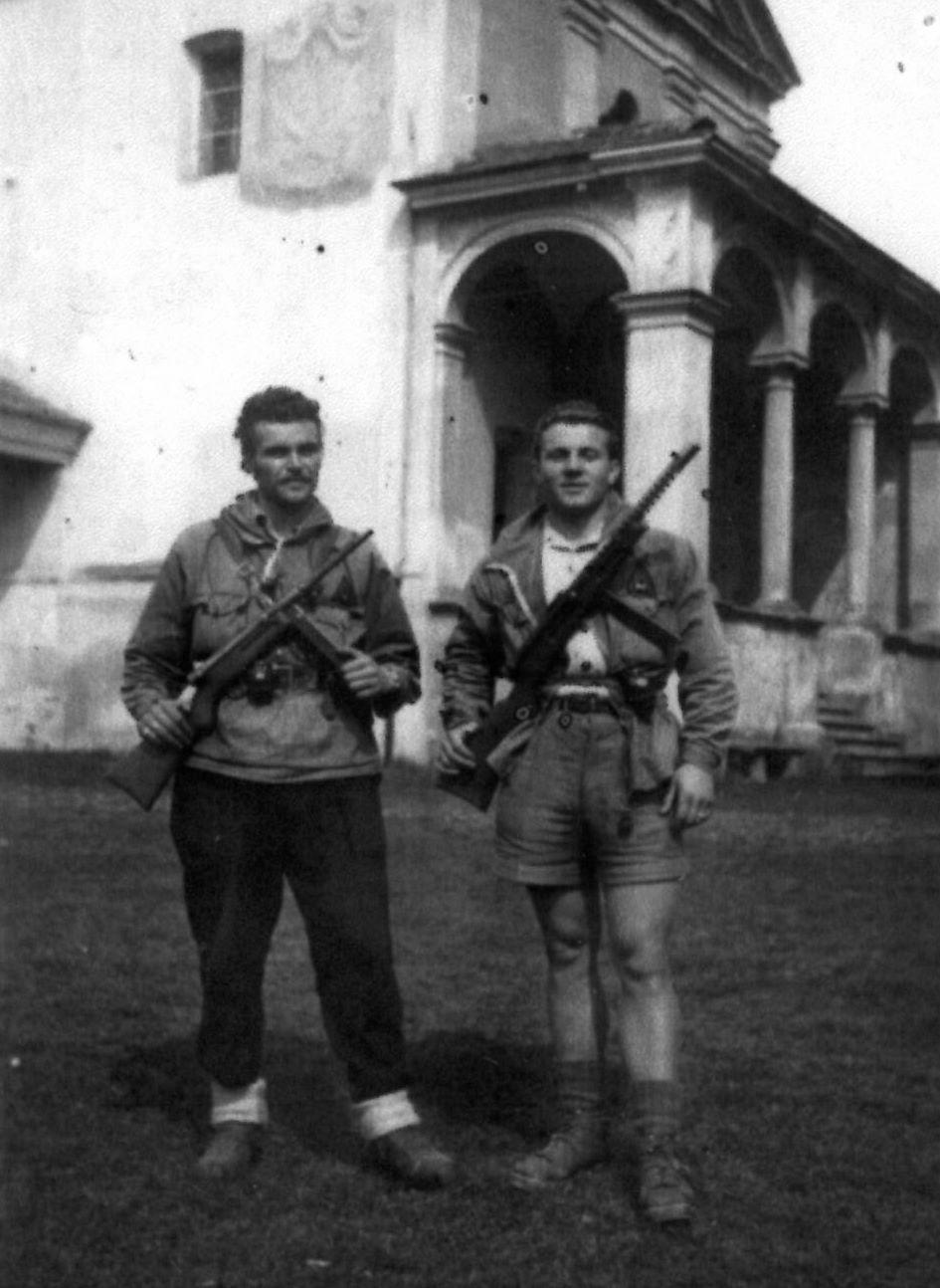 """Giuseppe Boggiani """"Alpino"""" (a destra) comandante del Btg. """"Less Parker"""" (Archivio fotografico Casa della Resistenza di Sala Biellese)"""