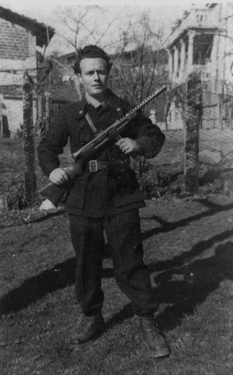 """Gastone Marchesi """"Tano"""", comandante del distaccamento """"Cruchi"""" (Archivio fotografico Casa della Resistenza di Sala Biellese)"""