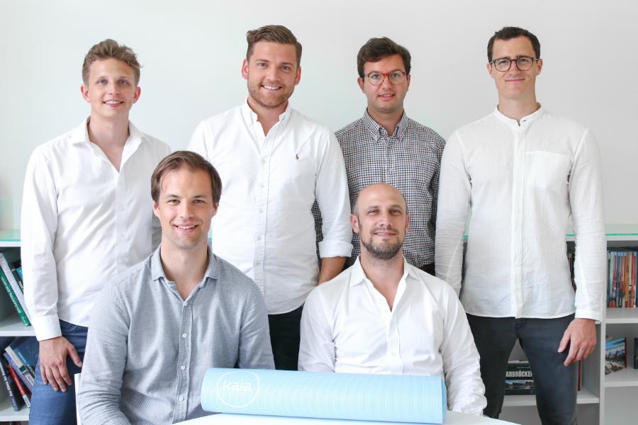 Dr. Stephan Huber, Leiter des medizinischen Teams bei Kaia Health (unten rechts im Bild) und das Team von Kaia Rückentraining / © Fotocredit: kaia-health.com
